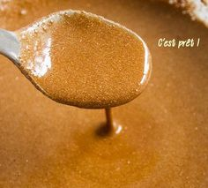 LIGHTEN HAIR OF 2 TON – Put these 3 ingredients on your hair! the result is amazing 3 tablespoons of honey 3 tablespoons of cinnamon tablespoons of conditioner - Beauty Care, Beauty Makeup, Beauty Hacks, Hair Beauty, Natural Hair Care, Natural Hair Styles, Diy Beauté, Natural Beauty Recipes, How To Lighten Hair