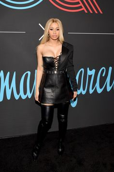 February 2018 - Cardi rocked a black Bryan Hearns leather dress with lace-up detailing at the 2018 GQ All-Star Party. She coordinated her look with black thigh-high boots. B Fashion, Autumn Fashion, Divas, Cardi B Photos, Leather Dresses, Leather Outfits, Casual Chic Style, Celebs, Female