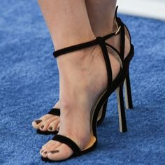 Alison Brie's naked feet in Jimmy Choo 'Minny' sandals Hot Heels, Sexy Heels, Pump Shoes, Pumps, Talons Sexy, Alison Brie, Erotic Photography, Jimmy Choo Shoes, Barefoot