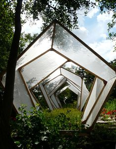 A sculptural spin on greenhouse design