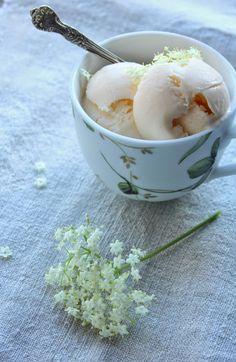 Helado de flores de sauco