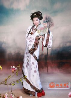 Chinese Folk Dance Enthusiastic Chinese Folk Ancient Tang Dynasty Royal Queen Tailing Costume Women Elegent Hanfu Dress Princess Costume Fairy Stage Dress The Latest Fashion