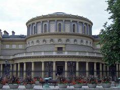 Dublin The National Library of Ireland (Irish: Leabharlann Náisiúnta na hÉireann) is Ireland's national library located in Dublin, in a building designed by Thomas Newenham Deane.