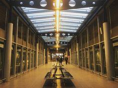 A little #perspective waiting for the #SkyTrain @dusseldorfairport. #travel #tourism #tourist #architecture #design #metal #clock #lights #seats #Dusseldorf #DUS #IgersDusseldorf #NRW #Deutschland #Germany #transport