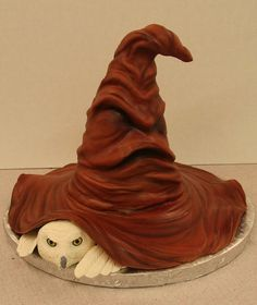 #Hedwig peeking beneath the Sorting Hat! (Mike's Amazing Cakes: Redmond, Washington. May 6, 2014) #HarryPotter