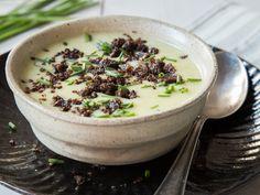Kokos-Kartoffel-Suppe mit Pumpernickel-Crumble