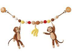 Sindibaba Kinderwagenkette mit Affen und Bananen. Die gehäkelte Kinderwagenkette ist das perfekte Geschenk für jedes Kind. Die Figuren bieten Baby Anreize.