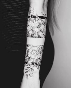 Tattoo Arm Frauen – I like the middle band, with the top and the bottom part of it… – Flower Tattoo Designs – Easter – tatoo Up Tattoos, Forearm Tattoos, Future Tattoos, Body Art Tattoos, Tattoos For Women, Tatoos, Dragon Tattoos, Guy Arm Tattoos, Arm Tattoo Ideas