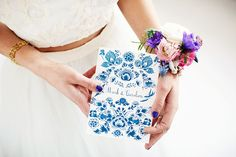 Delfts blauwe trouwkaart van Ik blijf je trouw // Foto: Masha Bakker Photography