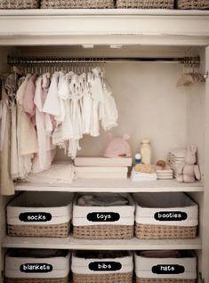 7 ideas para organizar un closet infantil Baby Room Boy, Baby Nursery Closet, Baby Nursery Decor, Baby Bedroom, Baby Decor, Girl Nursery, Girl Room, Baby Girl Closet, Baby Baby