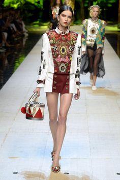 Dolce & Gabbana   Ready-to-Wear Spring 2017   Look 1