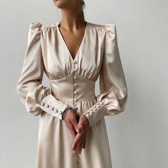 "la femme dans l'art on Twitter: ""silk dresses by lnfashion… "" Elegant Outfit, Classy Dress, Classy Outfits, Elegant Dresses, Pretty Dresses, Deb Dresses, Long Dresses, Muslim Fashion, Modest Fashion"