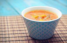 Gevulde tomatensoep! Heerlijk van smaak en super gezond. Deze gevulde tomatensoep is super simpel om zelf te maken.