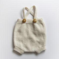 knitted baby romper, love the little leg holes. Paul & Paula #estella #baby #knits