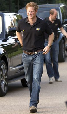 Prince Harry flashed a big smile on his way to a reception for the Invictus Games!