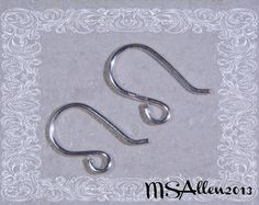 Handmade earrings, already made and ready for immediate shipping. Ships worldwide from France, free shipping if you spend 40€ minimum (use coupon FREEDELIVERY)  Beautiful grey gemstones styled in a cascading manner: matte square faceted pyrite beads, shiny faceted pyrite drops and small (4mm) labradorite beads. Ear hooks handmade in silver-plated copper wire. Silvery copper wire for the rest.  These earrings are 8 cm long (3.1).  If you have any questions regarding this item, please do not…
