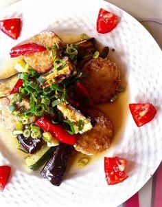 夏野菜のグリルとテンペの竜田揚げのホットサラダ   ブリュッセル。