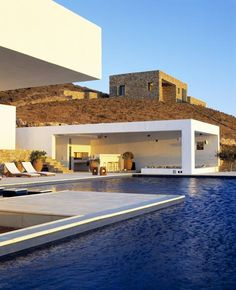 de verano en Antiparos – Summe house in Antiparos What a vast and spacious pool (I know, that was redundant). Would love one of these someday.What a vast and spacious pool (I know, that was redundant). Would love one of these someday. Architecture Design, Amazing Architecture, Landscape Architecture, Greece Architecture, Myconos, Design Exterior, Dream Pools, Cool Pools, Pool Designs