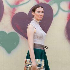 Outfitpost: Autumn Romance - Pullover: Zara | Rock: Zara | Gürtel: Vanzetti | Cluch: Zara Schuhe: Zara | Lidschatten: Guerlain | Nägel und Lippen: Guerlain Nagellack 'Vega' und Guerlain Lippenstift 'Garance' | #fashion #outfit #outfitoftheday #style #highheels #skirt #romantic #look #heart
