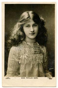 Victorian Female Portraits   Old Photo – Beautiful Woman