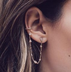 Information on the different types of Ear Piercings names for men and women including tragus and helix. Browse these cool, unique ear piercings ideas. Ear Peircings, Cool Ear Piercings, Fake Piercing, Ear Jewelry, Jewelry Accessories, Fine Jewelry, Gold Jewelry, Jewellery, Jewelry Model