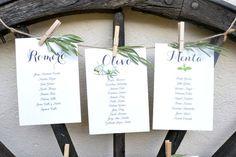 #olivo #romero #menta Cada mesa tenía el nombre de un planta aromática silvestre. Seating plan. La rueda de carro antigua nos sirvió de soporte para el seating. Boda de Laura y Jose