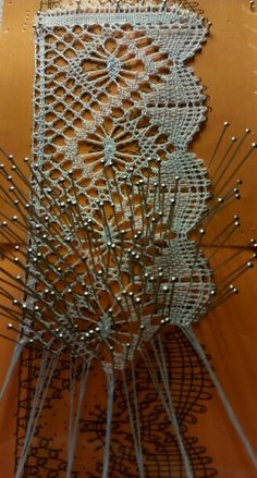 Empiece de encaje de bolillos de Rosa Torres Bobbin Lacemaking, Bobbin Lace Patterns, Needle Lace, Lace Making, Origami, Textiles, Sewing, How To Make, Blog