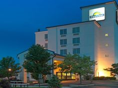 Pittsburgh (PA) Days Inn Pittsburgh International Airport United States, North America Stop at Days Inn Pittsburgh International Airport to discover the wonders of Pittsburgh (PA). Both business travelers and tourists can enjoy the hotel's facilities and services. Service-minded staff will welcome and guide you at the Days Inn Pittsburgh International Airport. Designed for comfort, selected guestrooms offer air conditioning, desk, alarm clock, telephone, microwave to ensure a ...