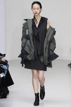 Yang Li Fall 2016 Ready-to-Wear Collection Photos - Vogue Tomboy Fashion, Dark Fashion, Fashion Art, Fashion Show, Fashion Design, Fashion Brands, Vogue Paris, Anna Dello Russo, Future Fashion
