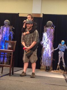 Richard Speight Jr. and Ty Olsson at BurCon 2013. The only way Richard is as tall as Jensen and Jared