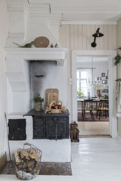 You belong to these groups people who rarely worry about glamour and over-the-top designs for your home, then this is definitely your current cup of joe. Read this content for 40 diy home decor ideas on budget. Swedish Cottage, Cottage Style, Swedish House, Cottage Hallway, Home Interior, Interior Design, Scandinavian Home, Rustic Kitchen, Big Kitchen