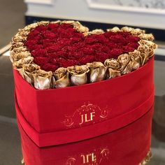 Looking for luxury roses in a box? JLF Los Angeles offers Yelena Heart Gold Rose Outline of fresh roses carefully put together to express romance and love. Enter the World of Flowers with JLF Los Angeles flower shop. Valentines Gifts For Boyfriend, Valentines For Kids, Boyfriend Gifts, Valentine Gifts, Valentine Nails, Valentine Ideas, Valentines Flower Delivery, Valentines Flowers, Flower Box Gift