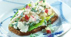 En sund og mager kyllingesalat med blomkål og skyr - lækkert pålæg til et godt stykke rugbrød!