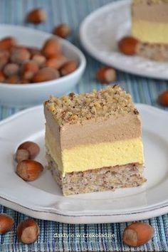 Ciasto które smakiem bardzo przypomina deser o tej nazwie. Na białkowo-orzechowym spodzie wyłożone są 2 masy: waniliowa i czekoladowa, ...