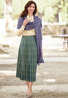 Forever in Style - Beauty and Fashion through the centuries Modest Dresses, Modest Outfits, Skirt Outfits, Modest Fashion, Fashion Outfits, Modest Clothing, Fashion Styles, Classic Skirts, Classic Outfits