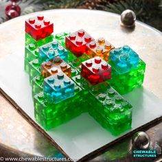 Best Food Gifts: Gummy LEGO Candy Christmas Tree – Chewable Structures This Christmas tree made of stackable gummy LEGO candy might be one of the best food gifts ever. Edible Crafts, Food Crafts, Candy Recipes, Holiday Recipes, Dessert Recipes, Fruit Recipes, Christmas Candy, Christmas Treats, Kokos Cupcakes