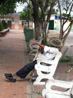Siesta en Aracataca. Colombia, 2012.