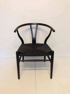 Hans J. Wegner. Y-stol . Sortmalet bøg. Nylakeret og nyflettet. | Design Møbler