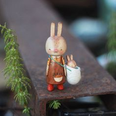 Ceramic Animals, Clay Animals, Ceramic Art, Diy Clay, Clay Crafts, Felt Crafts, Wooden Pegs, Wooden Dolls, Bjd