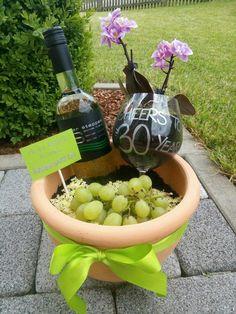 My first small vineyard- Mein erster kleiner Weingarten My first small vineyard - Diy Pinterest, Yellow Roses, Presents, Gifts, Balloon Balloon, Balloon Birthday, Internet, Sylvester Stallone, Birthday Candles