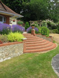 in an Arts and Crafts style house in Surrey. By Surrey garden designer Linda Regel. Neglected areas of a garden around an Arts and Crafts style house in Surrey were redesigned to create interlinking garden rooms. Landscaping Retaining Walls, Hillside Landscaping, Modern Landscaping, Terraced Patio Ideas, Outdoor Steps, Sloped Garden, Arts And Crafts House, Garden Steps, Diy Pergola