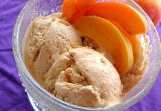 Sárgabarack fagylalt recept képpel. Hozzávalók és az elkészítés részletes leírása. A sárgabarack fagylalt elkészítési ideje: 20 perc Frozen Yogurt, Sorbet, Ale, Food And Drink, Ice Cream, Dishes, Recipes, Cupcakes, Summer