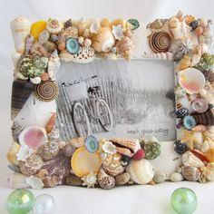 Artisan handmade colorful seashell frame for beach decor, coastal decor, beach gifts, seashell decor. Seashell Picture Frames, Seashell Frame, Seashell Wreath, Beach Frame, Seashell Crafts, Seashell Art, Beach Wedding Gifts, Beach Wedding Decorations, Beach Gifts