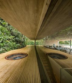 Located on a mountainside in a clearing in the São Paulo jungle, this house has its head in the trees and its feet in the undergrowth.