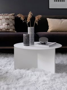 HAY Slit Table Design HAY's Slit Table is a geometric steel side table inspired by paper origami techniques. Living Room Inspiration, Interior Inspiration, Fixer Upper Style, Home And Living, Home And Family, Small Furniture, Nordic Design, Scandinavian Interior, Modern Interior Design