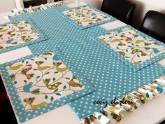 This Pin was discovered by Nec Table Runner And Placemats, Quilted Table Runners, Quilting Projects, Sewing Projects, Fabric Crafts, Sewing Crafts, Place Mats Quilted, Sewing Table, Mug Rugs