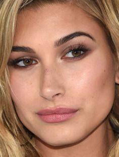 Close-up of Hailey Baldwin at the 2016 MTV Video Music Awards. http://beautyeditor.ca/2016/08/30/mtv-video-music-awards-2016