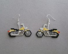 Motorcycle Earrings in delica seed beads por DsBeadedCrochetedEtc Seed Bead Jewelry, Seed Bead Earrings, Unique Earrings, Seed Beads, Beaded Jewelry, Beaded Earrings Patterns, Seed Bead Patterns, Beading Patterns, Bead Crafts
