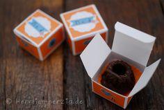 Mini #Gugelhupf mit selbstgemachter Schachtel Mini bundt cake with handmade paper box