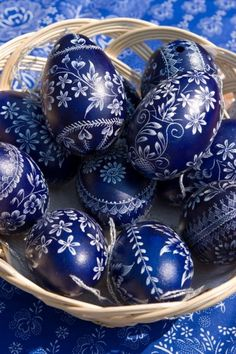 Hungarian folk (blue staining) Easter eggs Mom and dad brought back some from their trip. Egg Crafts, Easter Crafts, Diy And Crafts, Easter Egg Designs, Ukrainian Easter Eggs, Egg Art, Egg Decorating, Happy Easter, Decoupage